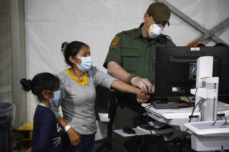 Coronavirus: Estados Unidos planea vacunar a migrantes