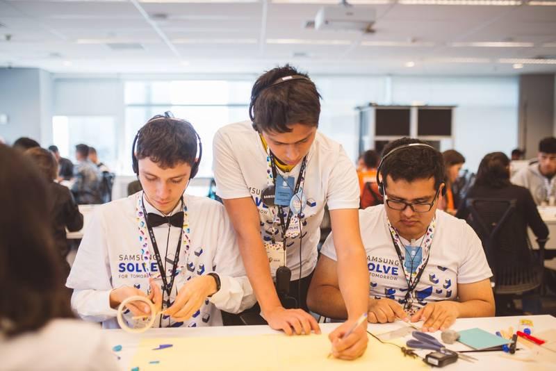 Respiradores, filtros de contaminación y robots de bacheo, así están creando estudiantes mexicanos soluciones tecnológicas