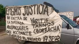 Con bloqueo carretero, exigen castigo para diputada del PRI por accidente que dejó una persona muerta
