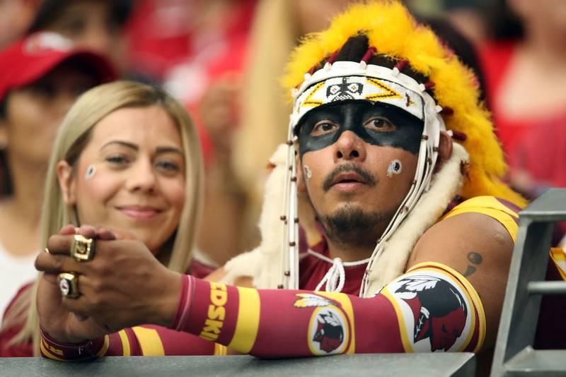 Washington prohibe a sus aficionados disfrazarse de nativos americanos
