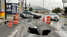 Reportan socavones en las calles de Monterrey por lluvias