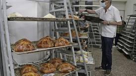 Panaderos esperan vender nueve mil hojaldras por temporada de Día de Muertos