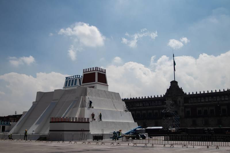 Maqueta monumental en el Zócalo de la CDMX.