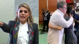 Monreal y Sheinbaum se abrazan en toma de protesta de Evelyn Salgado