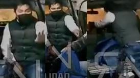 A punta de balazos, asaltante despoja de pertenencias a pasajeros de una combi en Naucalpan