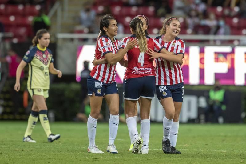 En 10 minutos las Chivas le dieron la vuelta al América, gracias a los tantos de Alicia Cervantes para quedarse con el triunfo en el Clásico nacional femenil