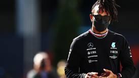 Lewis Hamilton sorprende con un nuevo look en Turquía