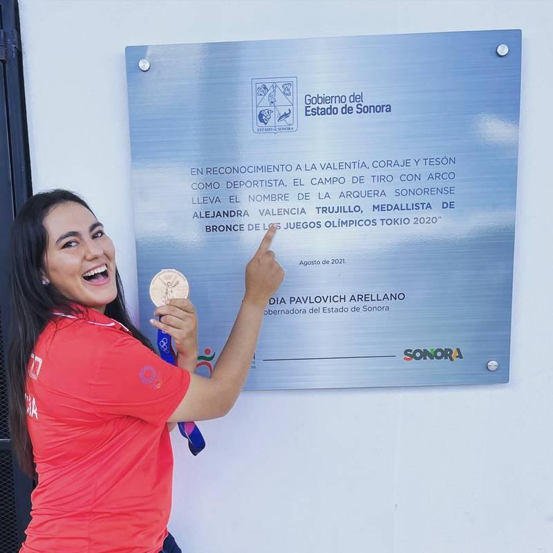 Alejandra Valencia recibe homenaje por su medalla olímpica