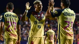 América mantiene su liderato con polémico triunfo sobre el Atlético de San Luis
