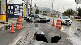 Socavones y cierre de vialidades. Así dejó la lluvia a Monterrey