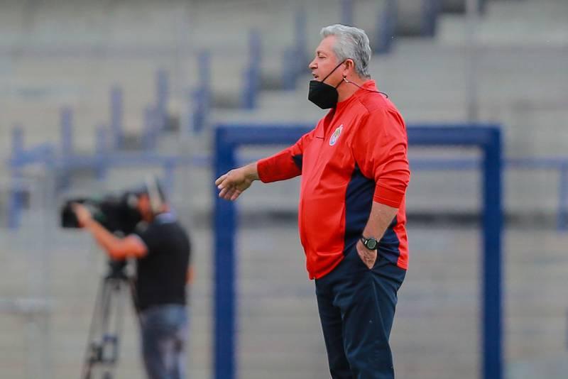 El ex entrenador de las Chivas, Víctor Manuel Vucetich, contó que a lo largo de su carrera le han ofrecido beneficios si pone a jugar a ciertos jugadores