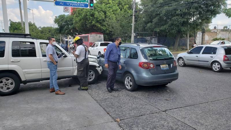 Una causa de accidentes viales es el exceso de velocidad: uno de cada tres personas manejan por arriba del límite de velocidad.