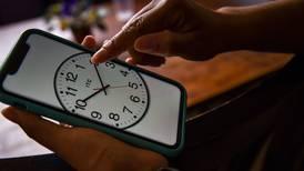 ¿Se adelanta o atrasa el reloj? Esto tienen que saber sobre el término del horario de verano