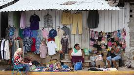 Crece rezago educativo y pobreza extrema en Michoacán; gobernador, ausente