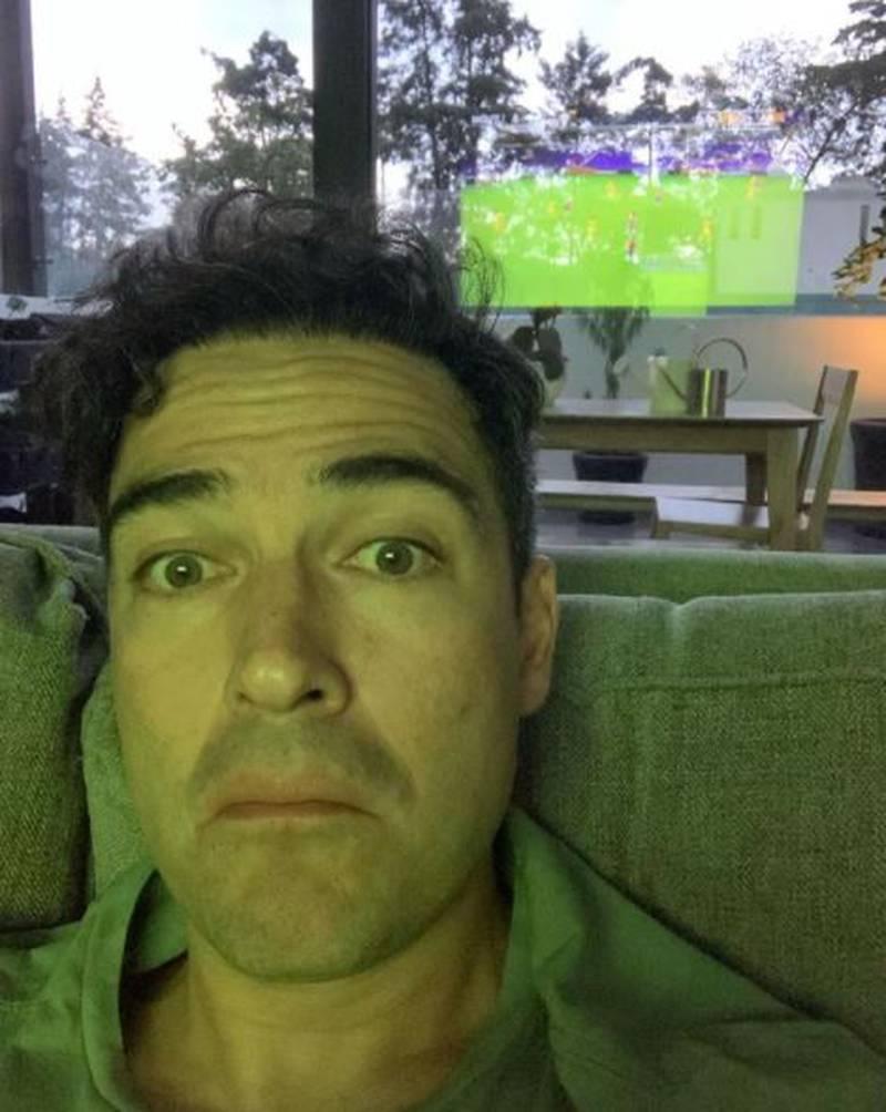 Alfonso Herrera se quita la barba y queda igual a Miguel Arango