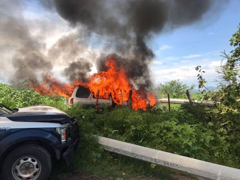 La camioneta quemada había sido robada por la mañana en Tonalá.